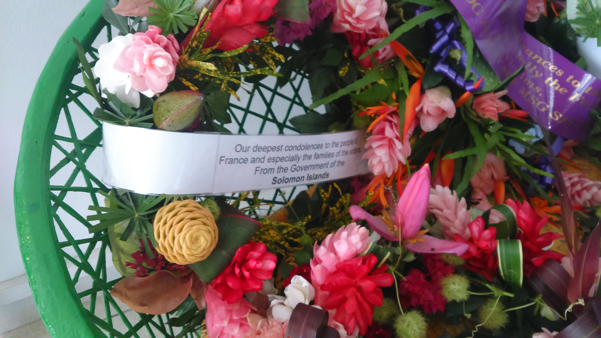 18 Nov 2015 - Flowers in Tribute for the Paris victims 1